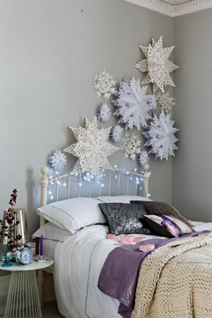 Winterdekoration-Schlafzimmer-Schneeflocken-weiß-blau-Wandgestaltung