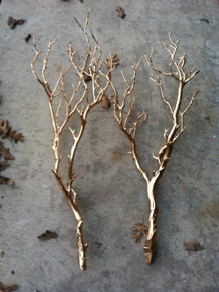 Winterdekoration-dekorative-goldene-Zweige-schlicht-delikat-elegant