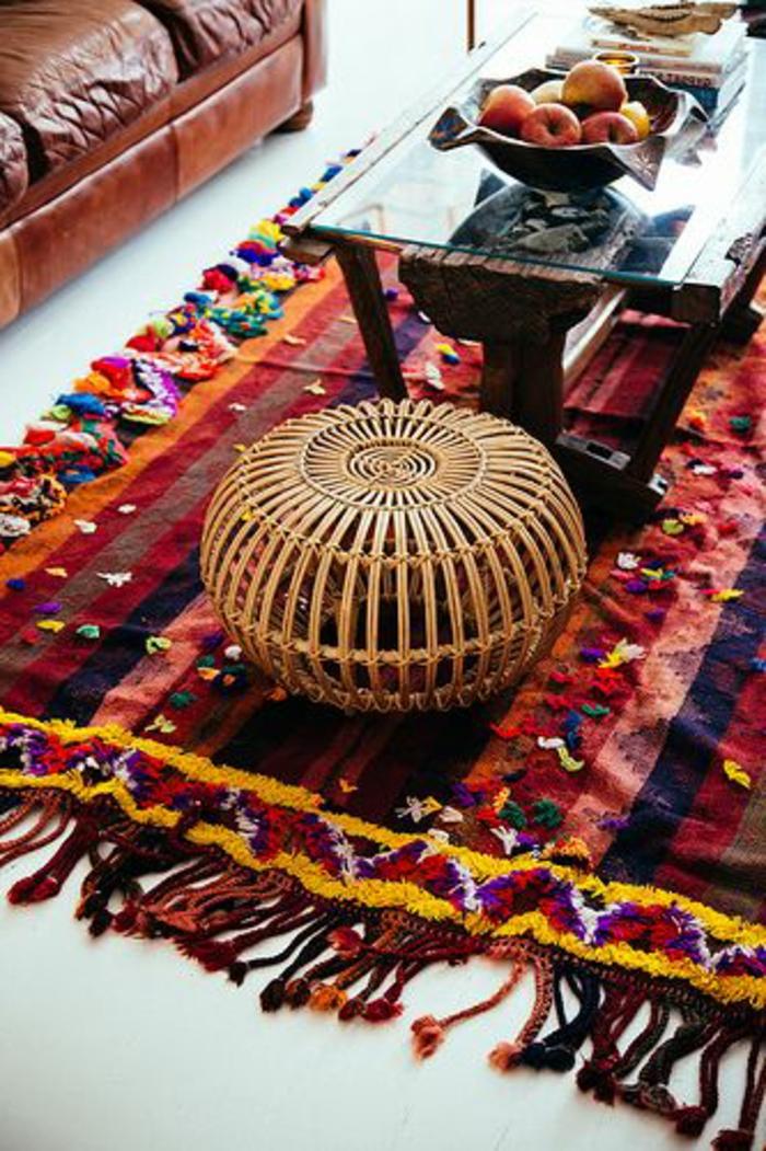 Wohnzimmer-Leder-Sessel-vintage-Teppich-rustikaler-Tisch-Äpfel