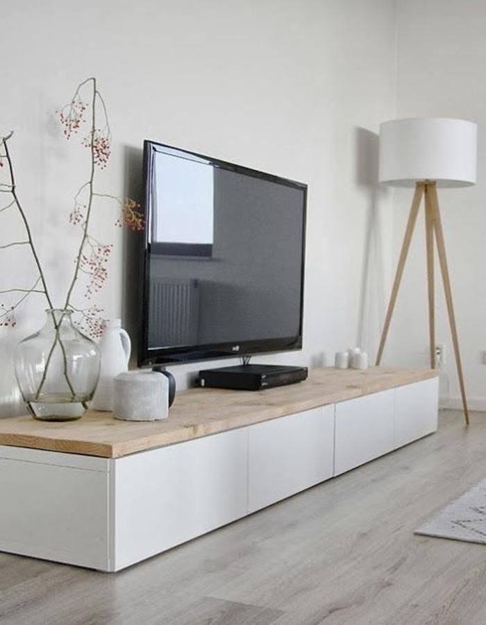 Wohnzimmer-modernes-Interieur-Designer-Leuchte-weiß