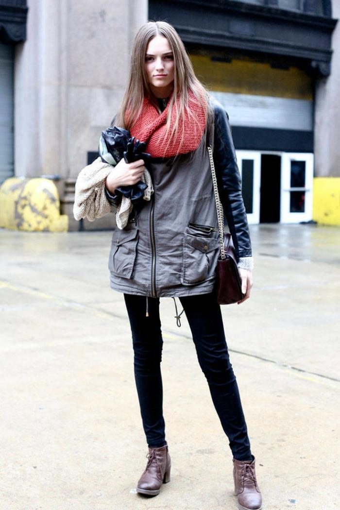 alltäglicher-Look-Jacke-sportliches-Modell-roter-gestrickter-Schlauchschal