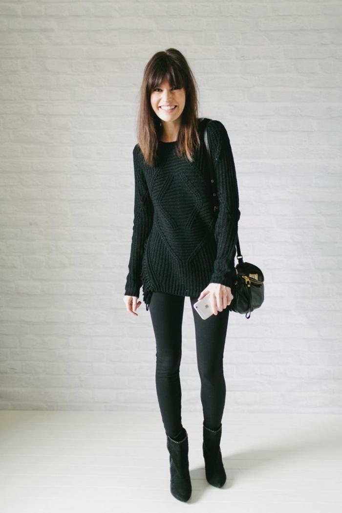 alltäglicher-Outfit-gestrickter-Pullover-Leggings