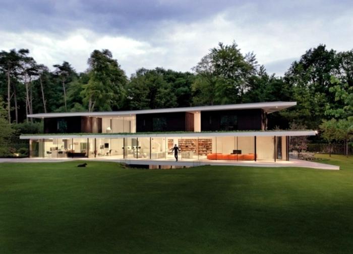 architekten-häuser-haus-mit-flachdach-weiße-fassade