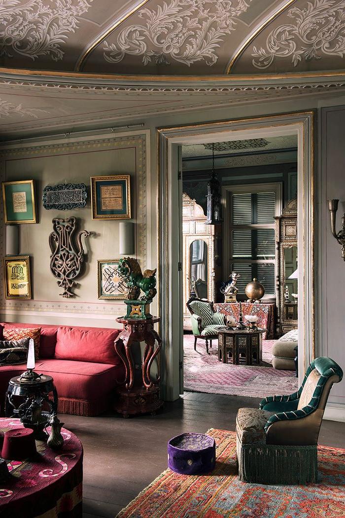 aristokratische-Wohnung-feines-Möbel-Design-vintage-Teppich-orientalische-Motive