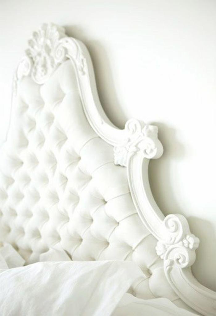 aristokratisches-doppelbett-mit-gepolstertem-Kopfbrett-weiß