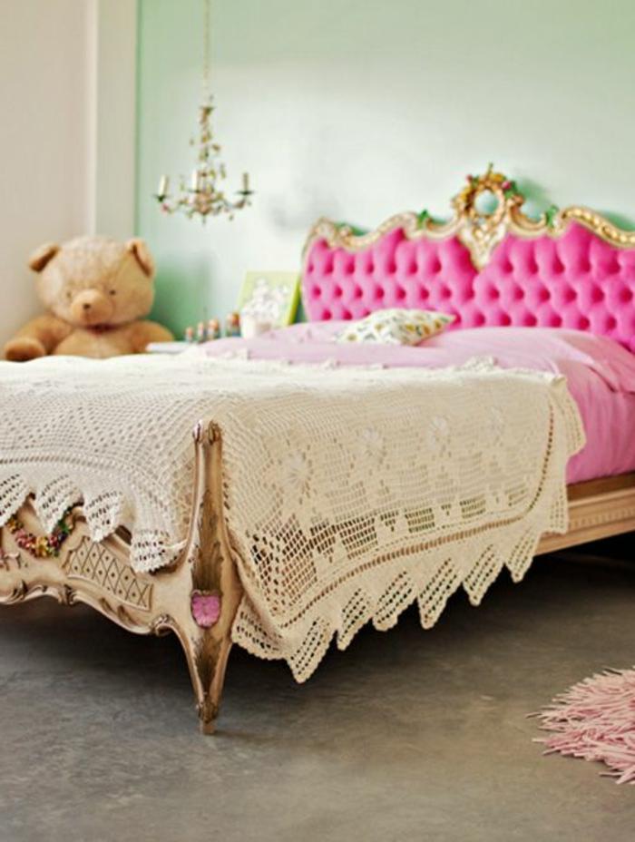 aritokratisches-King-Size-Bett-rosa-goldener-Rahmen
