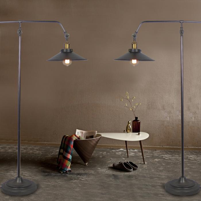 artistisches-Interieur-hohe-Leselampen-minimalistische-Einrichtung