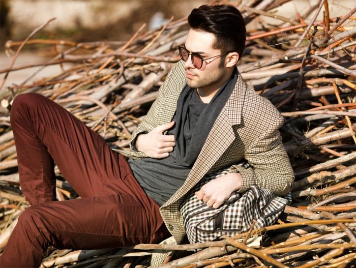 begeisterung-für-mode-hübscher-eleganter-mann