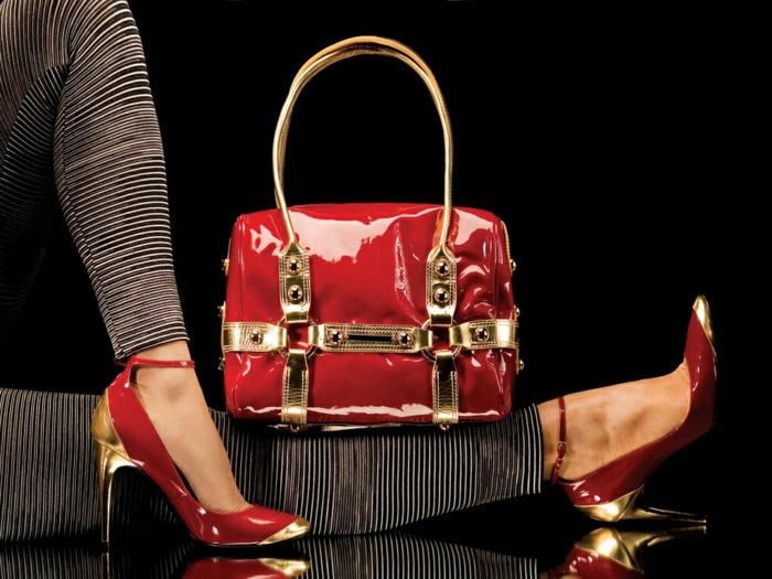 begeisterung-für-mode-tasche-und-schuhe-in-rot