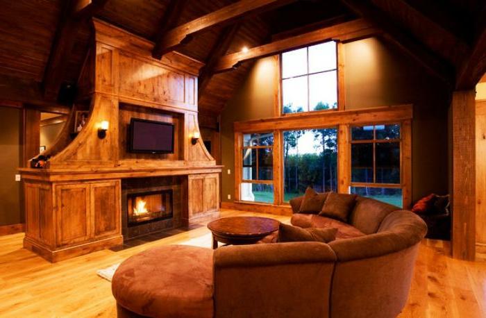 braunes-halbrundes-Sofa-Samt-Kamin-stilvolles-Interieur-Holz