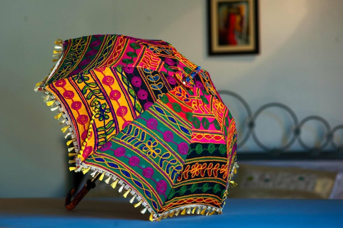 buntes-dekoratives-Modell-Kinderschirm-orientalische-Motive