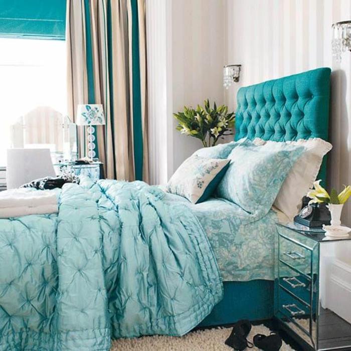 cooles-Schlafzimmer-frische-Farben-doppelbett-mit-gepolstertem-Kopfbrett