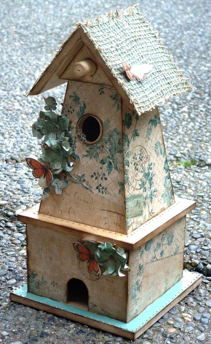 dekoratives-vogelhäuschen-Holz-Schmetterlinge-vintage-Stil