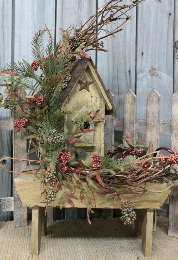 dekoratives-vogelhäuschen-rustikaler-Stil-Grün-Weihnachtsdekoration