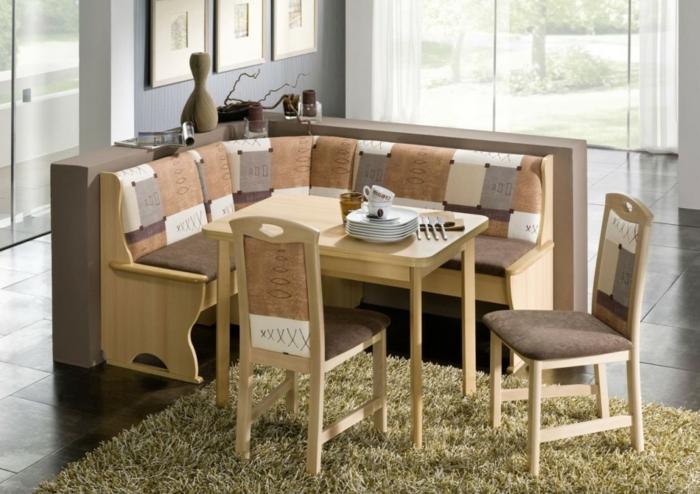 eckbank-kaufen-zwei-stühle-aus-holz