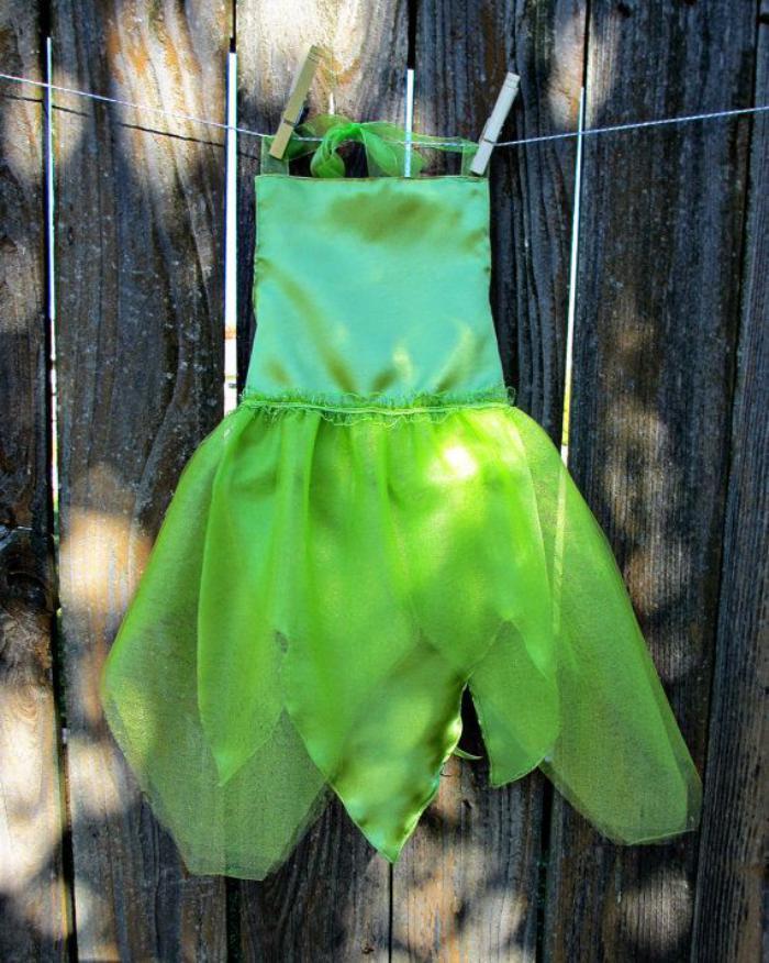 effektvolles-waldfee-kostüm-grün-kleine-Mädchen-Feenkostüm