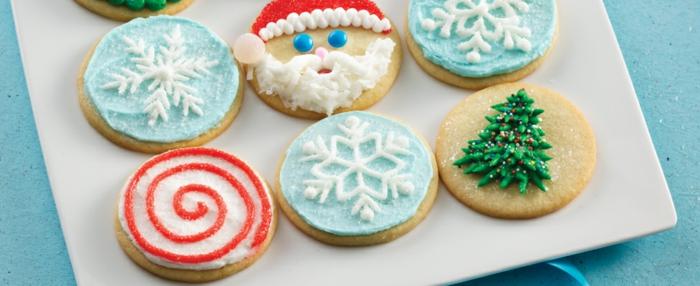 einfache-weihnachts kekse-in-teller