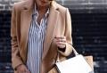 Damen Mantel Modelle in Karamell Farbe