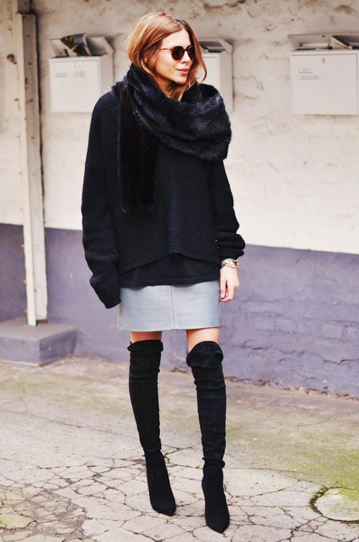 eleganter-Outfit-hohe-Stiefel-grauer-Rock-gestrickter-Pullover-Pelzkragen