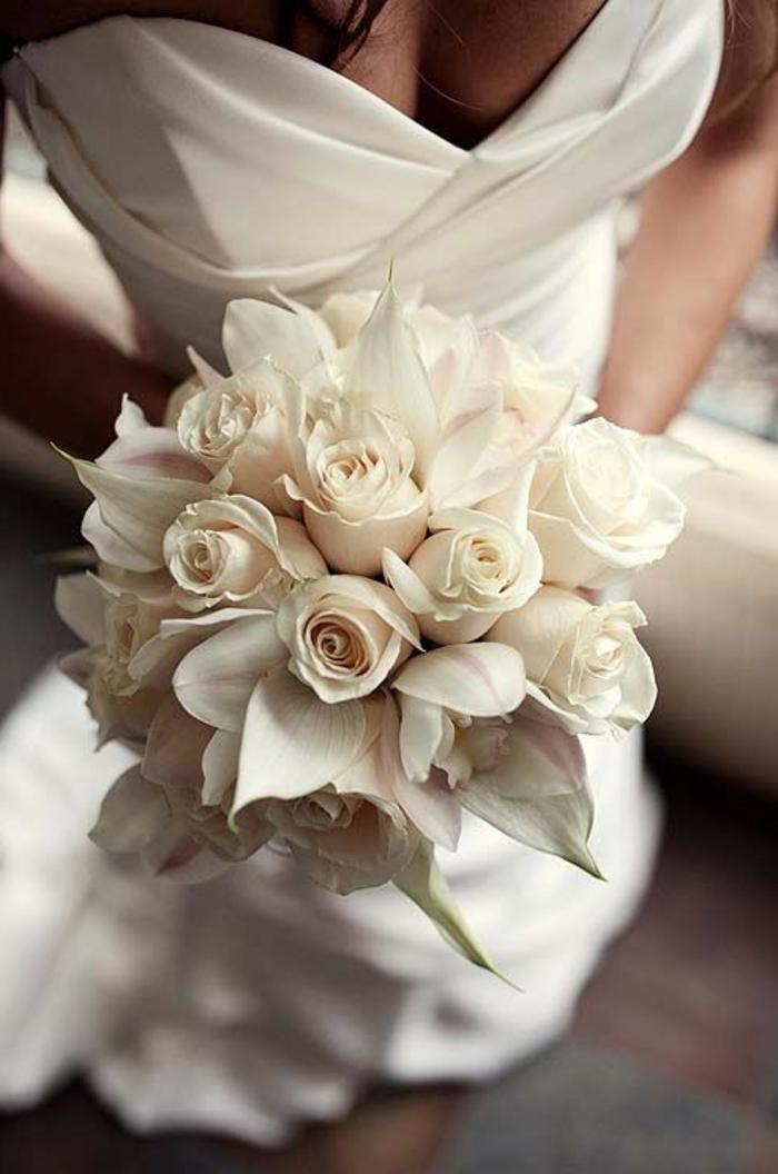 eleganter-brautstrauss-weiße-Rosen-romantische-Idee-für-hochzeit