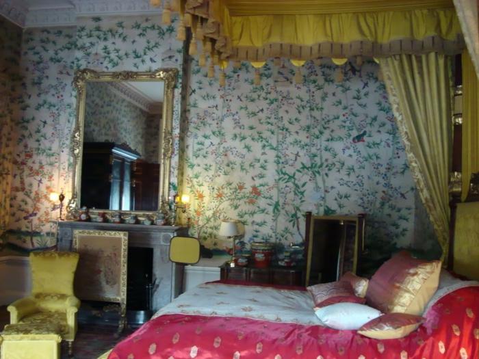 elegantes-Schlafzimmer-vintage-Tapeten-Barock-Elemente