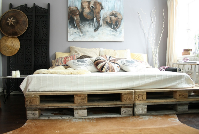 europaletten-bett-selber-bauen-Bettwäsche-Boho-Stil-Elefante-Bild-schöne-Schlafzimmer-Gestaltung