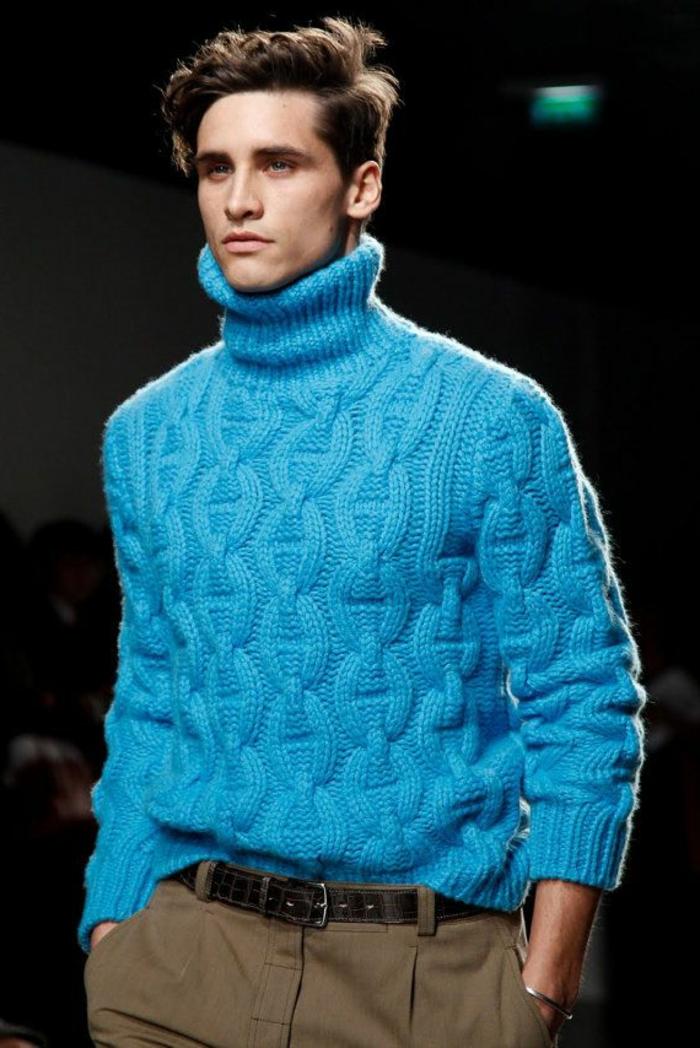 extravagante-Kombination-Herren-Mode-militärisches-Modell-Hosen-blauer-Winterpullover