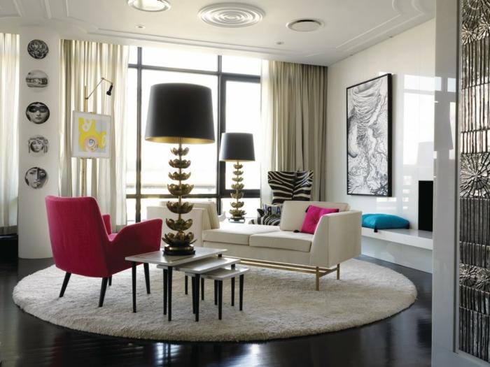 extravagantes-künstlerisches-Interieur-runder-weißer-Teppich