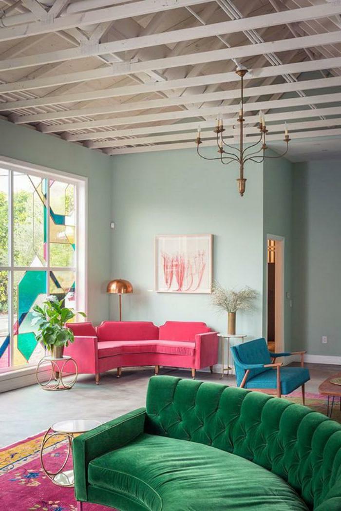 wohnzimmer sofa im raum:Alle Möbel sind in grellen Farben … wie finden Sie diese Idee? Ist