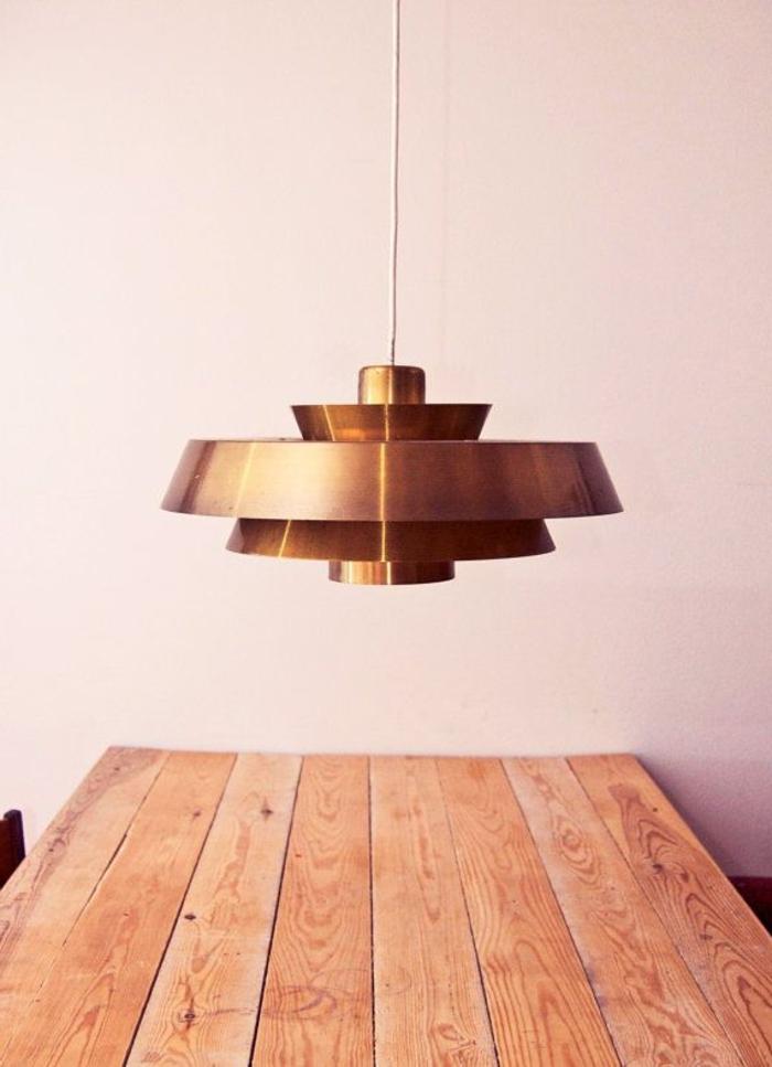 fantastisches-Modell-Leuchte-über-dem-Esstisch-dänisches-Design