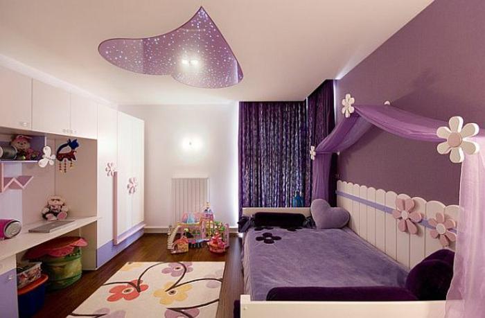 farbkombinationen-wand-schlafzimmer-wandfarbe-champagner-und-wandfarbe-aubergine