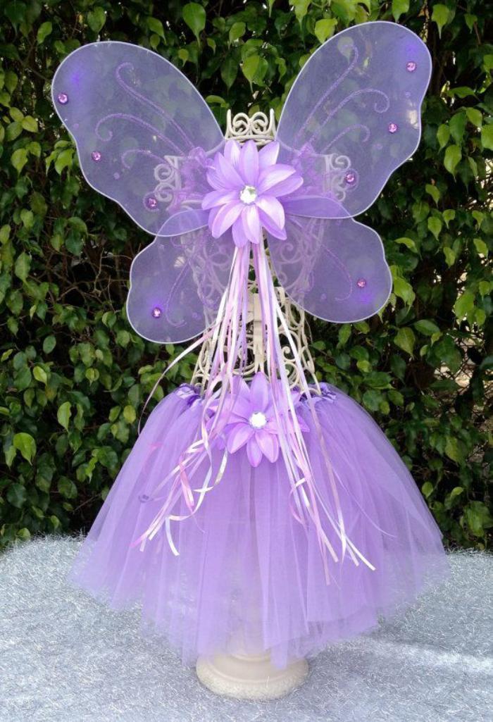 feen-kostüm-für-kleine-Mädchen-lila-Farbe-Flügel-Blumen-Bänder