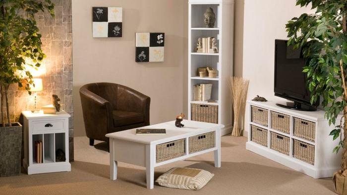 fernsehsessel-leder-braun-Nesttisch-weiß-kleines-Wohnzimmer-stilvolle-Einrichtung