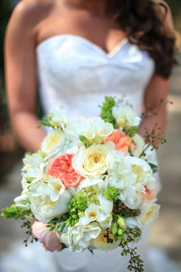 frische-Kombination-von-Blumen-für-Hochzeit