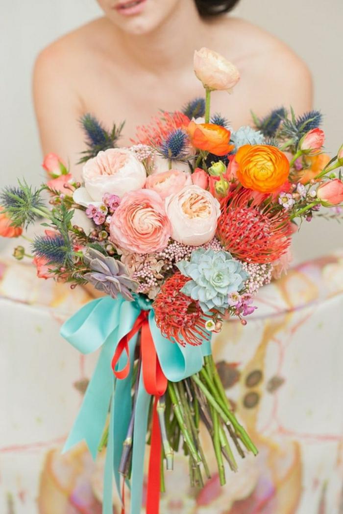 frisches-Blumen-Arrangement-für-Hochzeit-Brautstrauß-grelle-sommerliche-Farben
