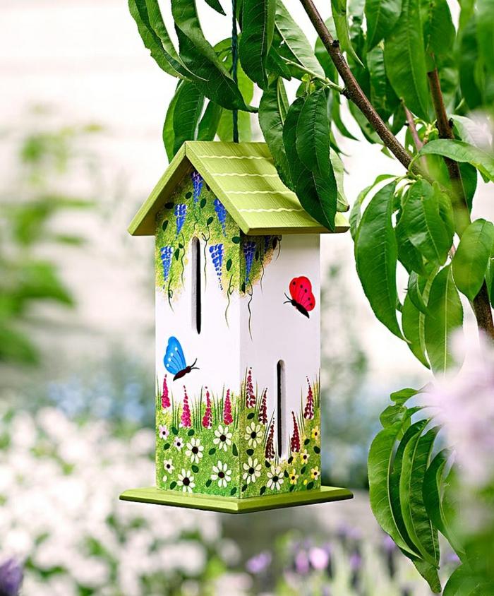 gartendeko-aus-holz-Deko-Vogelhaus-Schmetterlinghaus-süß-kreativ