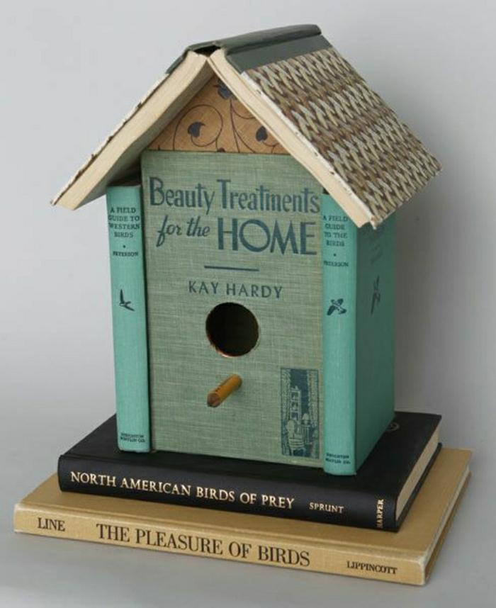 gartendeko-aus-holz-Vogelhaus-Bücher-kreative-Idee