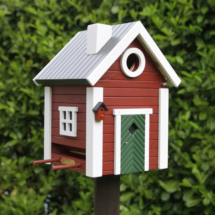 gartendeko-aus-holz-deko-vogelhaus-Landhausstil