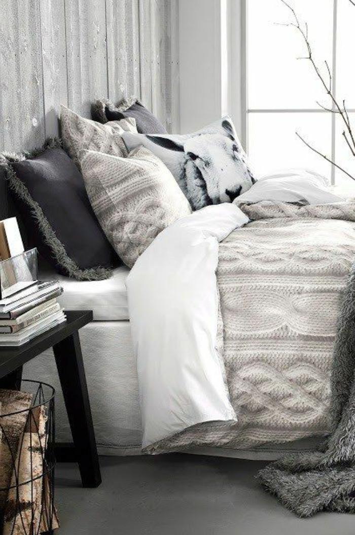 gemütliches-Schlafzimmer-Bett-viele-gestrickte-Kissen-graue-Nuancen