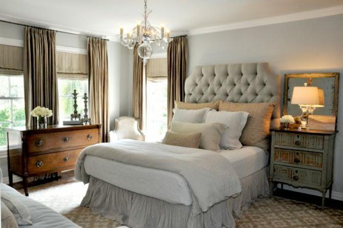 gemütliches-Schlafzimmer-Möbel-Landhausstil-doppelbett-gepolstertes-Kopfbrett