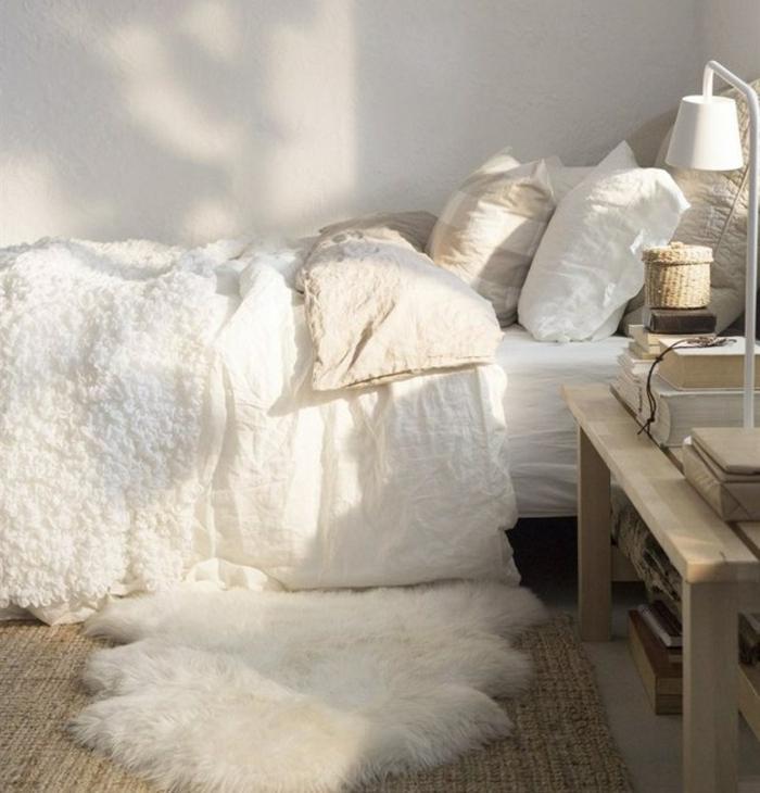 gemütliches-Schlafzimmer-weiß-bequem-weich-Pelz