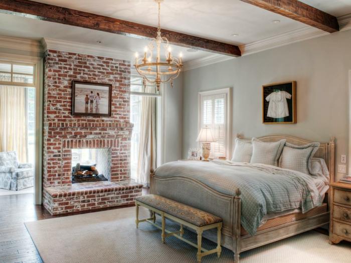 gemauerter-kamin-elegantes-und-gemütliches-schlafzimmer