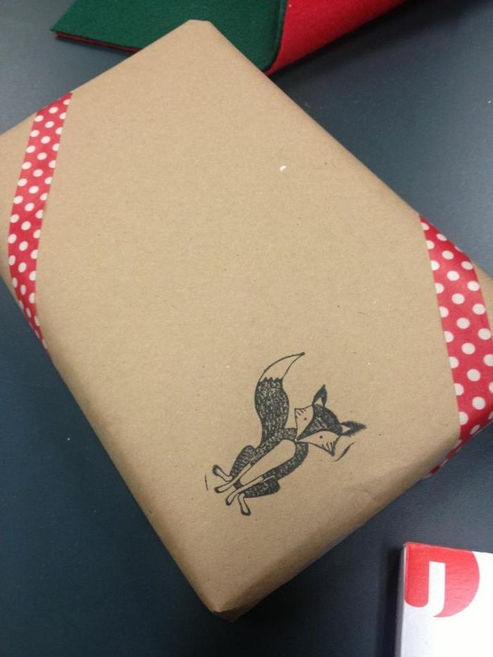 geschenke-originell-verpacken-Fuchs-Tattoo-auf-dem-Papier