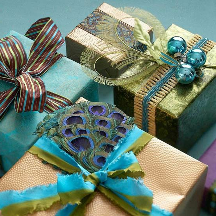 personalisierte-geschenke-verpacken-Papier-aqua-Nuancen-Bänder