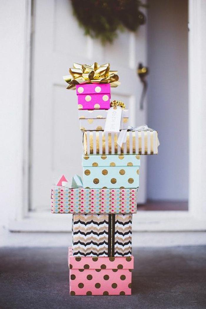 geschenke-schön-verpacken-Schachtel-Papier-Band-grelle-Farben-schöne-Dekoration