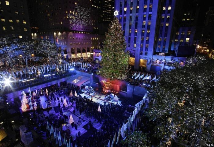 geschmückter-weihnachtsbaum-unikale-led-beleuchtung