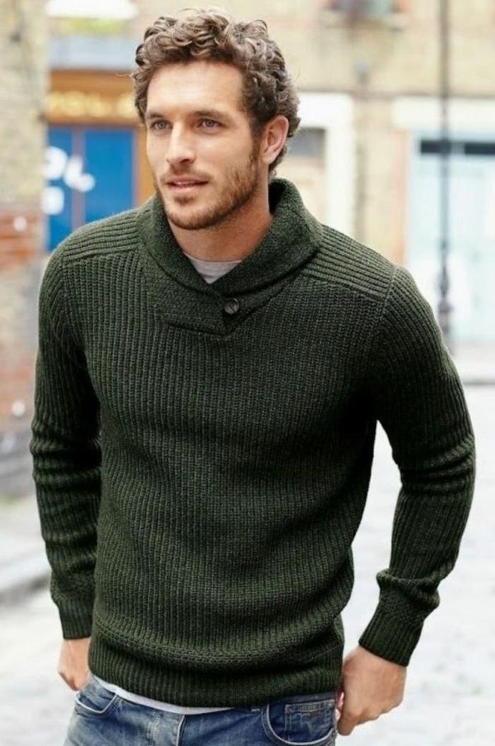 grüner-gestrickter-Herren-Pullover-Kragen-V-Form