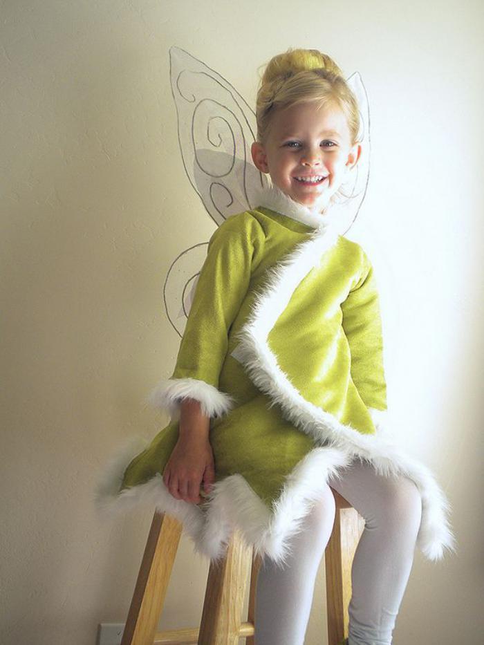 grünes-Feen-kostüm-Plüsch-dekorative-Flügel-kleines-Mädchen