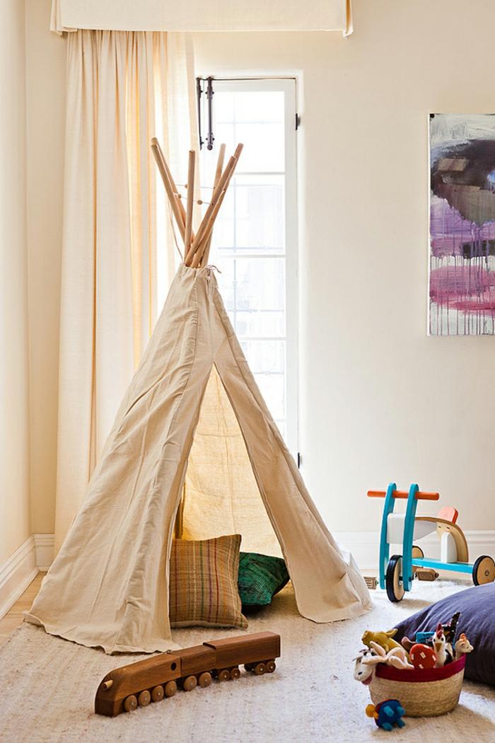 großes-Zelt-im-Kinderzimmer-viele-Spielzeuge