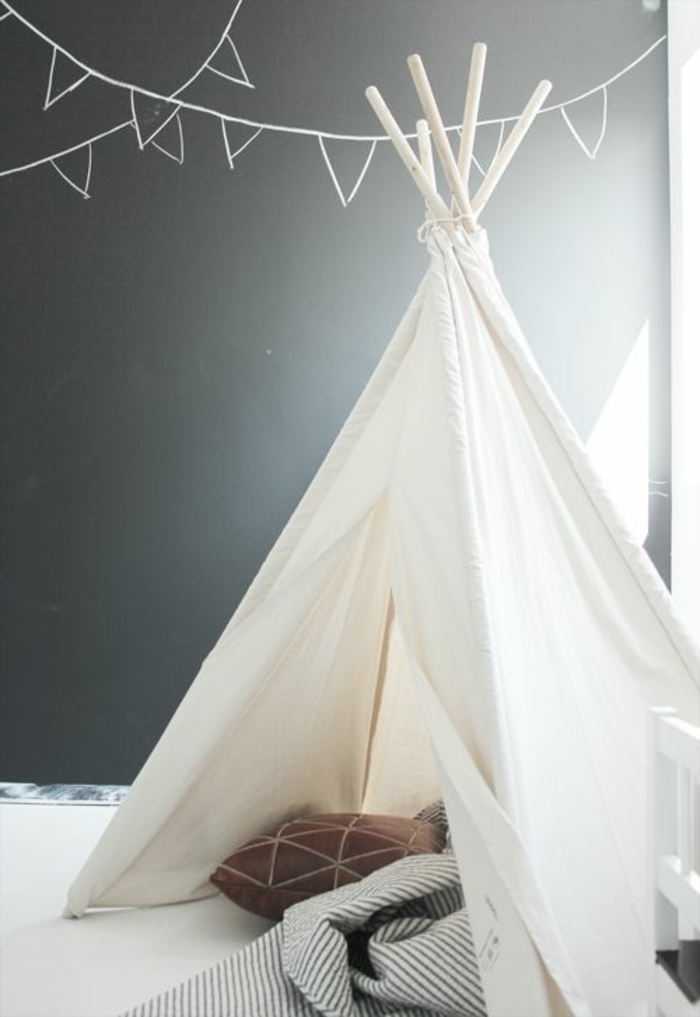 großes-weißes-Zelt-im-Kinderzimmer-süße-Idee
